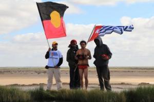 Upacara mengumpulkan Air Suci dari Danau Eyre Mound Springs untuk mengambil sebagai persembahan kepada Papua Barat