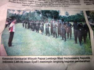 Komandan Komisariat LMR-RI, Iman Safri,i saat memimpin upacara di Jayapura, belum lama