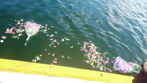 Penghamburan Bunga di Tempat alhma SINA T. Tenggelam,