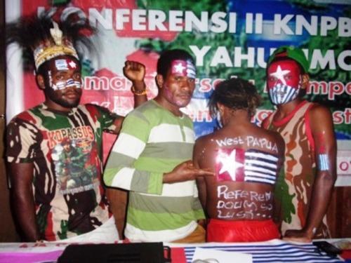 Korban Deni Bahabol (1 dari kiri)