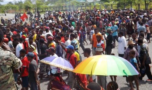 Massa KNPB memadati Lapangan ex kantor bupati, 4 maret 2015