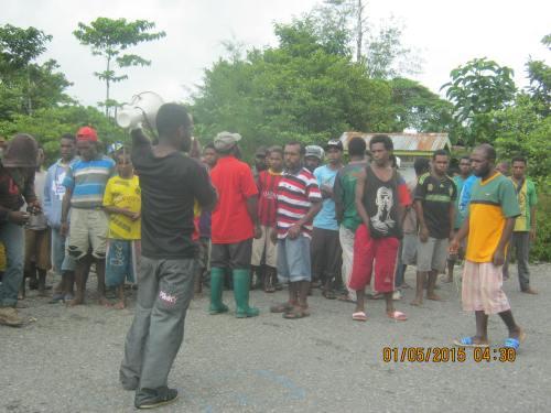 Yalle Wakla sedang orasi menolak aneksasi 1 mei 2015 di Yahukimo